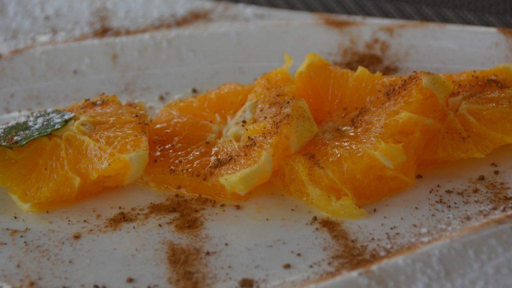 Apelsiner serverade som efterrätt