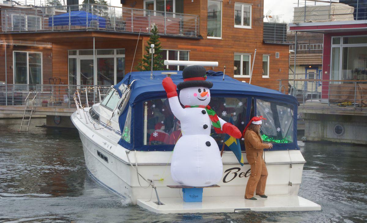 Båt med snögubbe