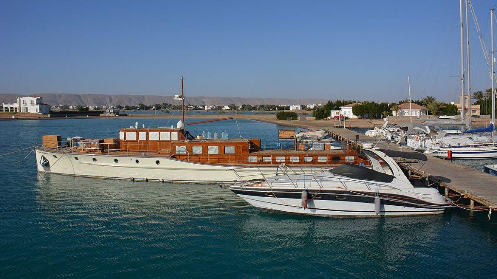 Snorklingstur i El Gouna - båtar