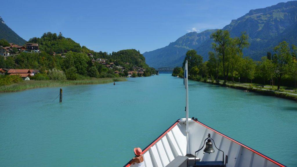 Båttur på Brienzsjön i Schweiz