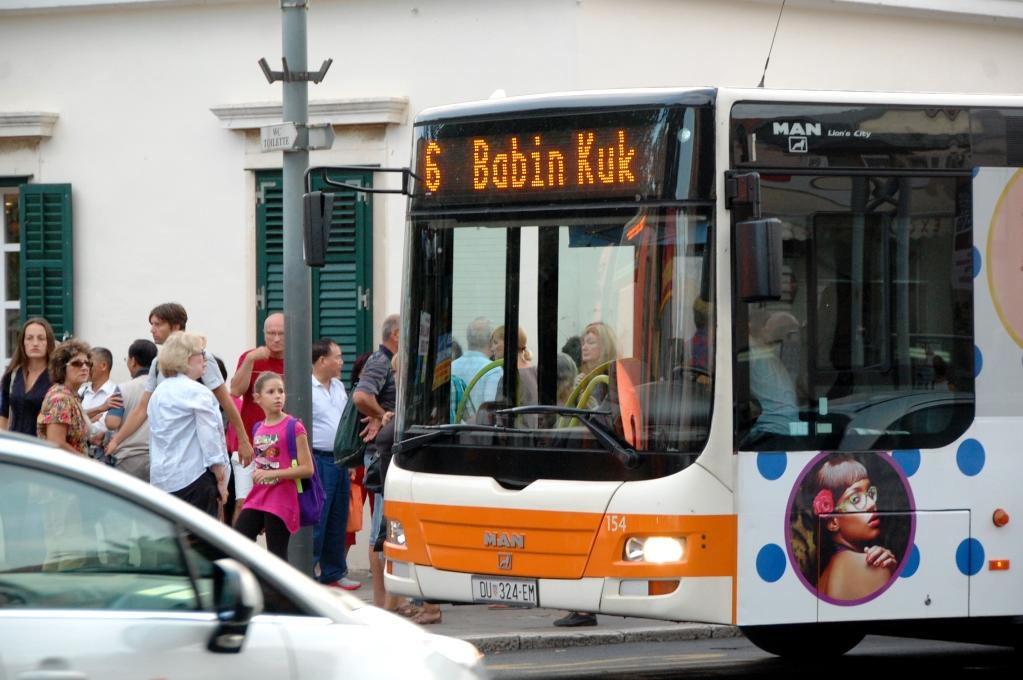 Bussen som går mellan Gamla stan i Dubrovnik och camping Solitudo