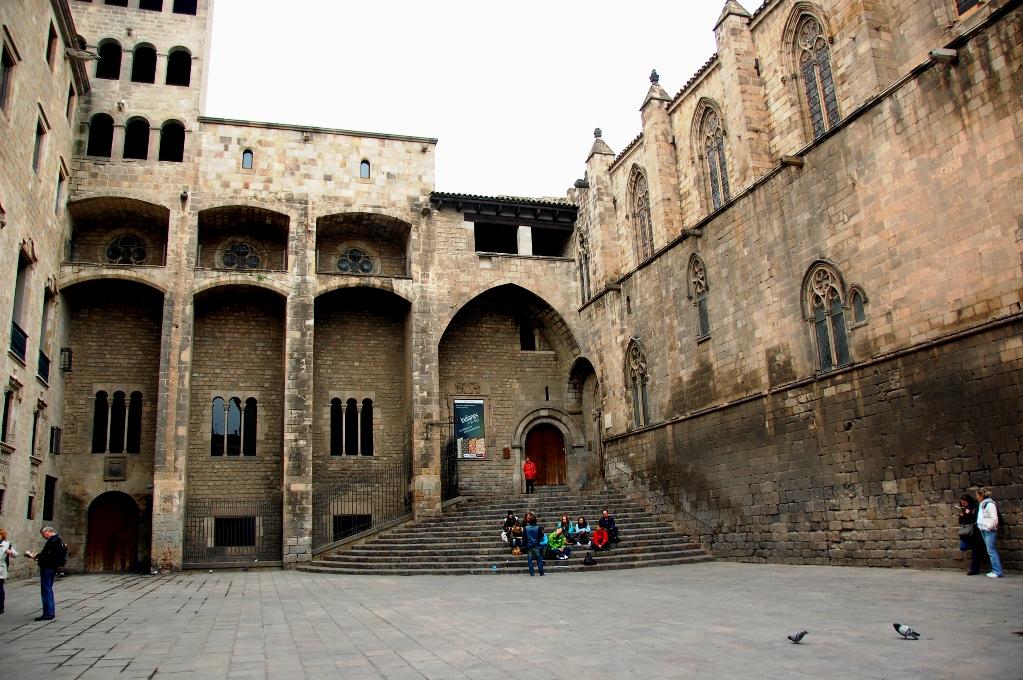 Det finns massor av fantastiska sevärdheter i Barcelona, här ett kungligt slott