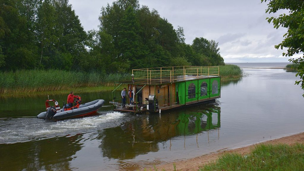 Bastubåt i sjön Peipus i Estland