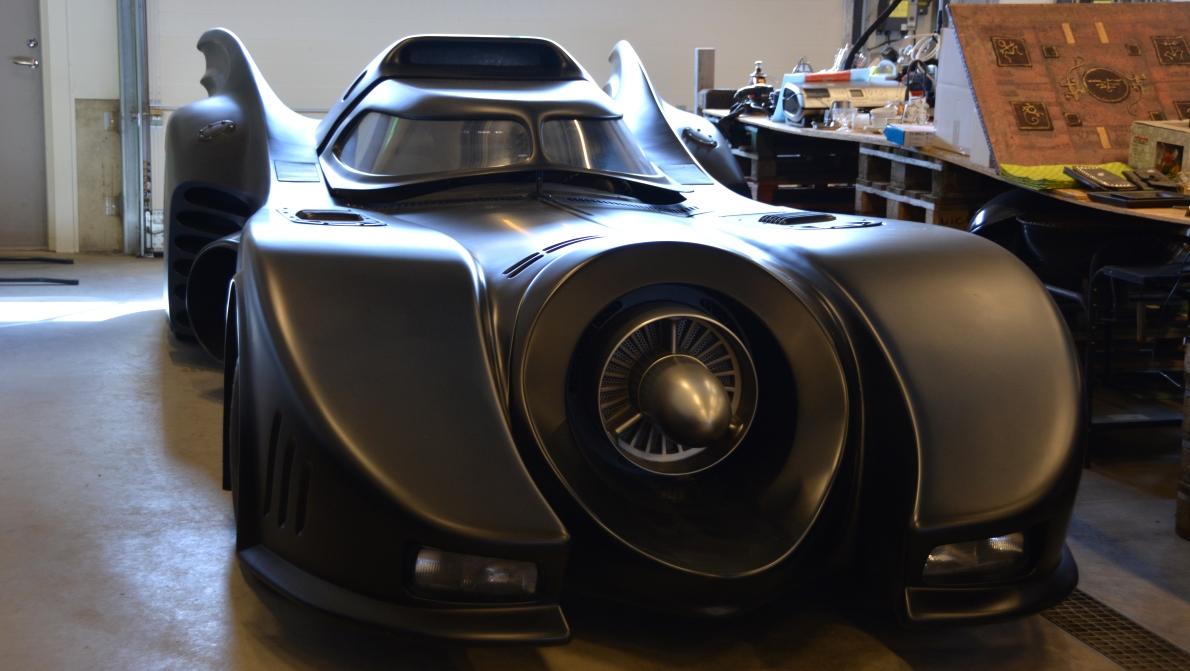 Kolla vad som stod i samma garage när vi fixade bromsarna - Batmobil!