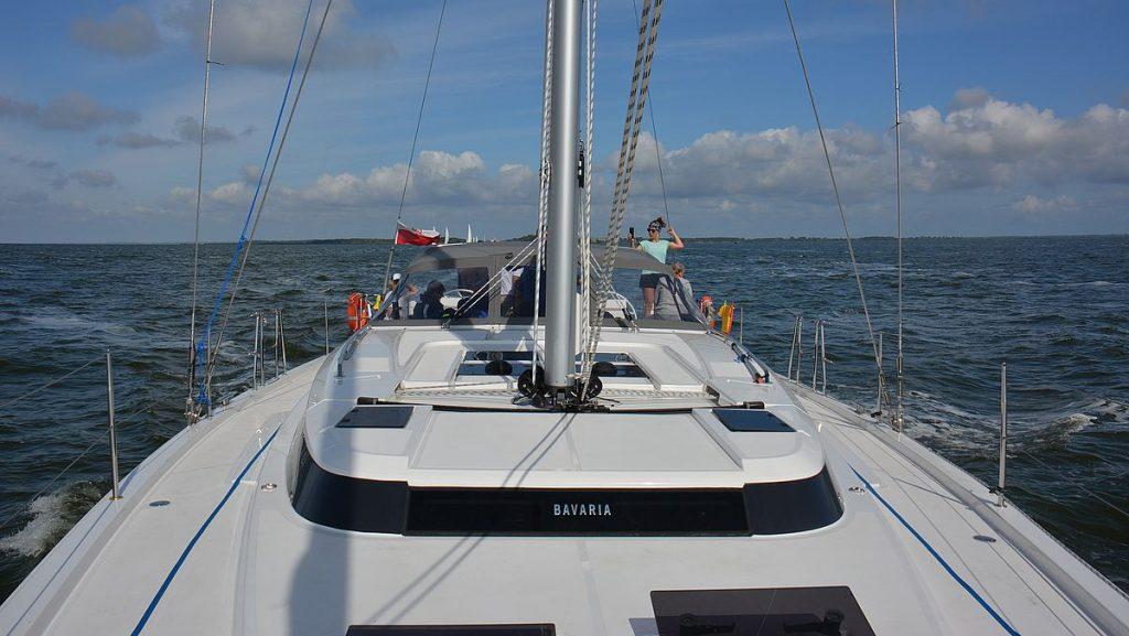 Bavaria segelbåt i Oderlagunen