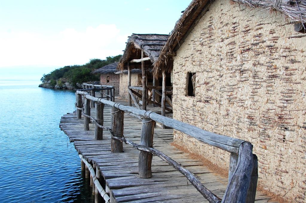 När det begav sig fanns det tydligen så mycket fisk i sjön att invånarna bara kunde sänka ner sina korgar för att hämta upp dem...