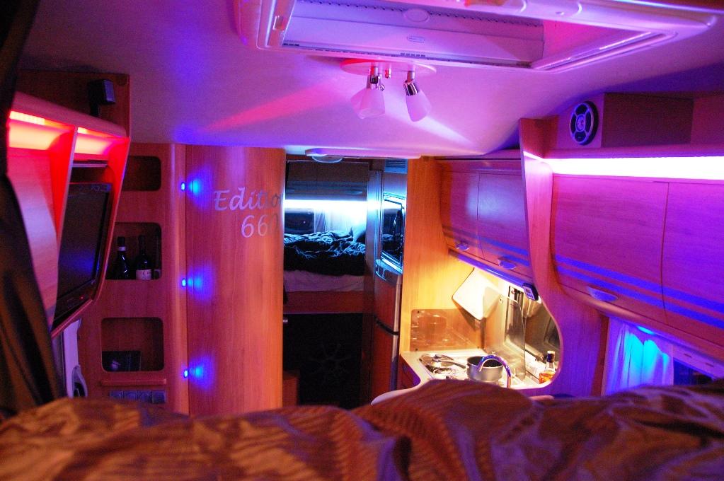 Den nya belysningen inne i husbilen FREEDOM