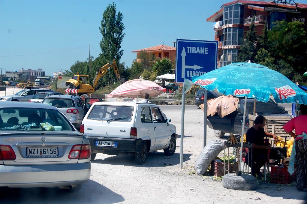 Det är lätt kaotiskt att köra i Albanien ibland
