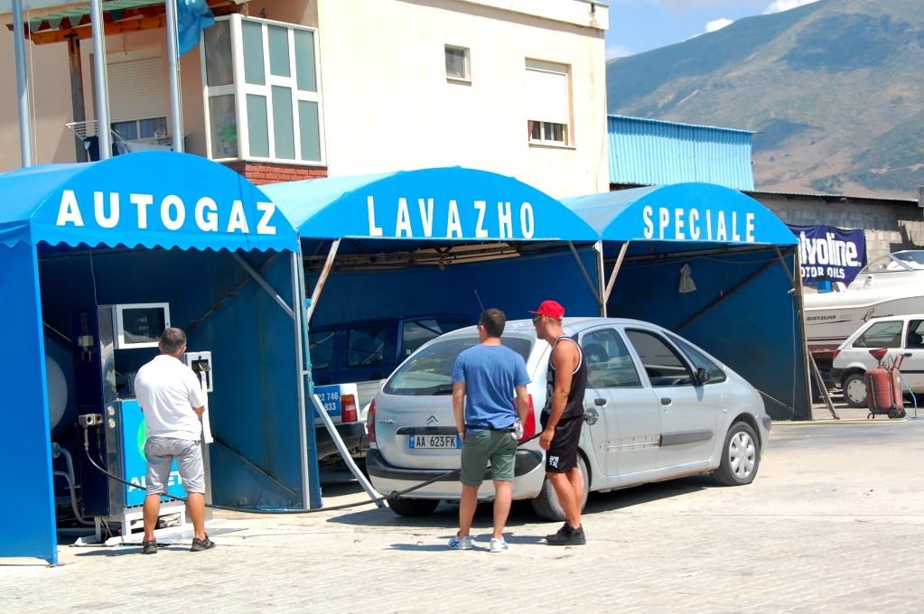 En lavazho (biltvätt) finns i varje hörn...