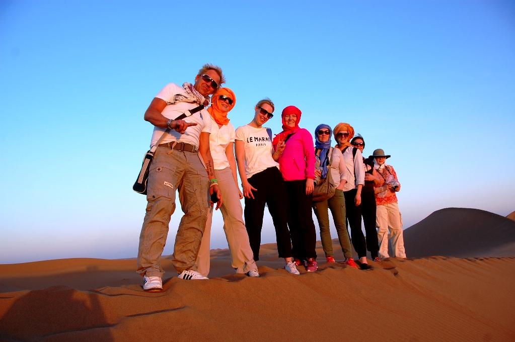 Hela bloggänget har klättrat upp på en sanddyn