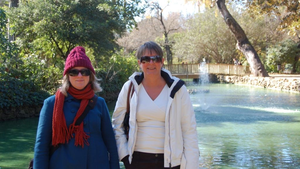 Annika och Helena i Parque de Maria Luisa