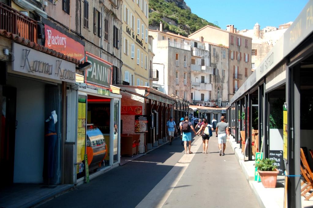 Promenade de la Mer - med butiker och restauranger
