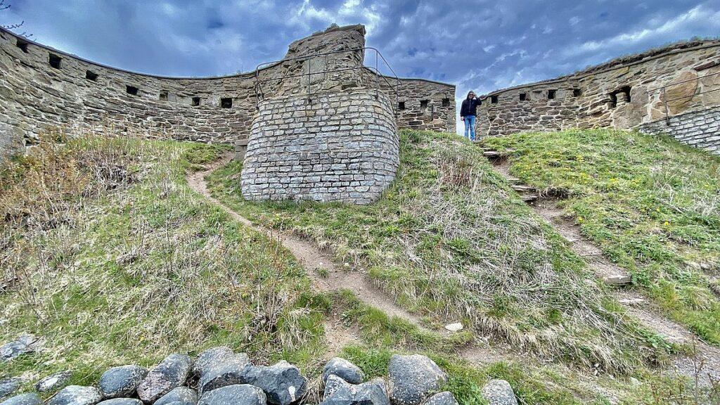 Göra på Visingsö - slottsruinen i Näs