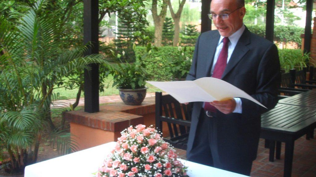 Att gifta sig på svenska ambassaden i Hanoi