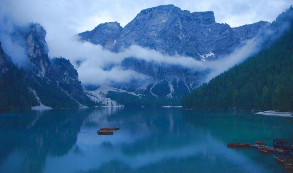 Lago di Braies i Dolomiterna