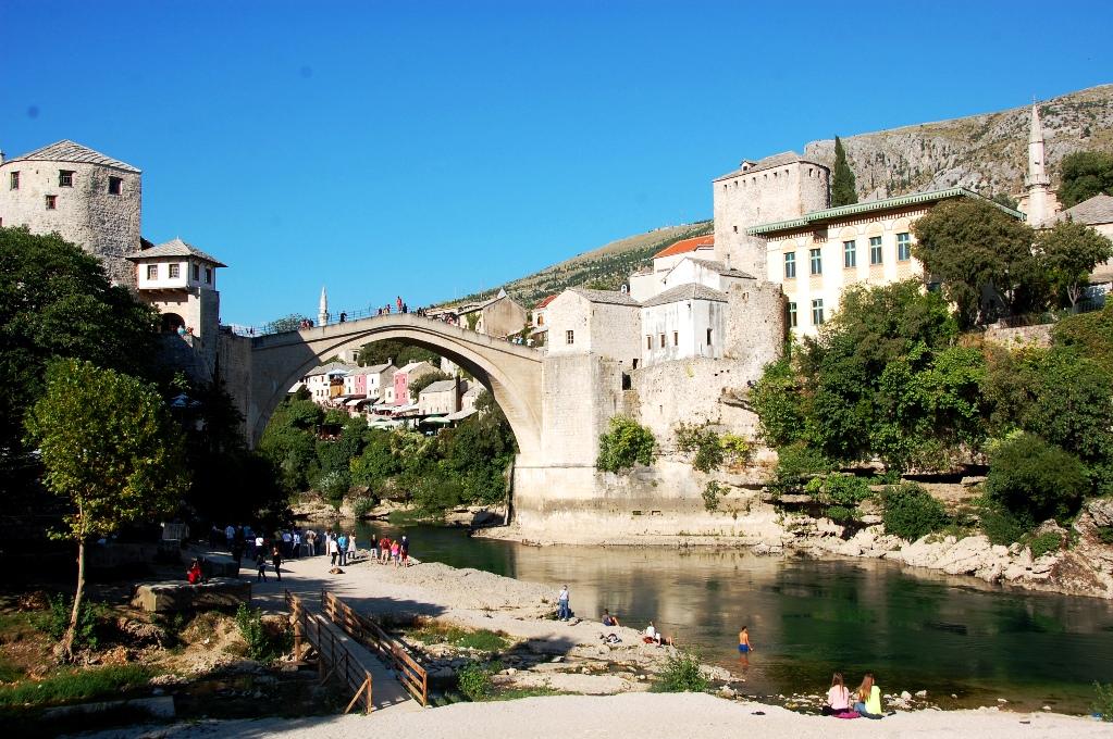 En gång åkte vi från Hvar i Kroatien till Mostar i Bosnien bara för att få tag på mina migränmediciner...