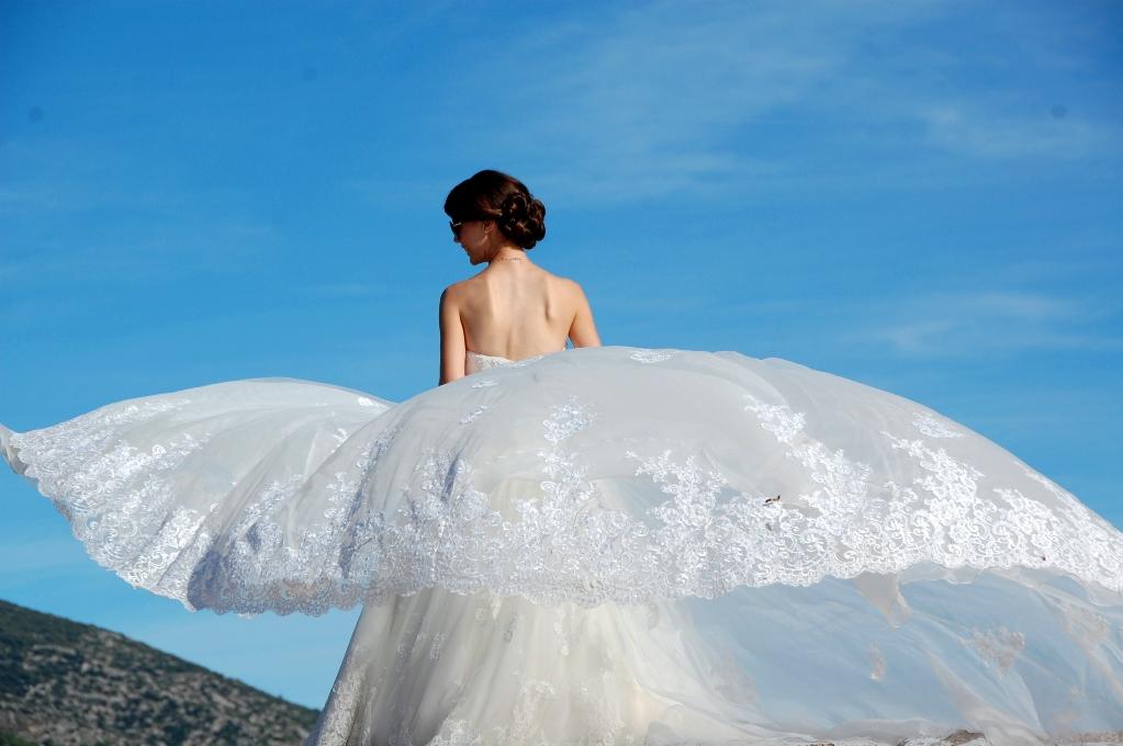 Waow! Perfekt att stå längst ut där vindarna kunde ta tag i klänningen.