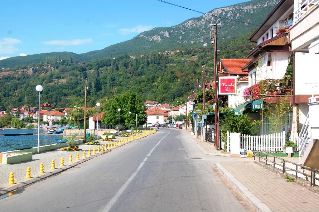 Vägen längs Ohridsjön i Makedonien