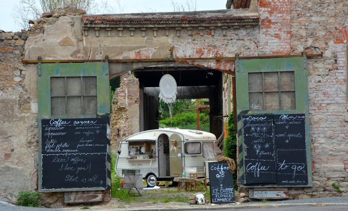 Café i husvagn i Kutna hora