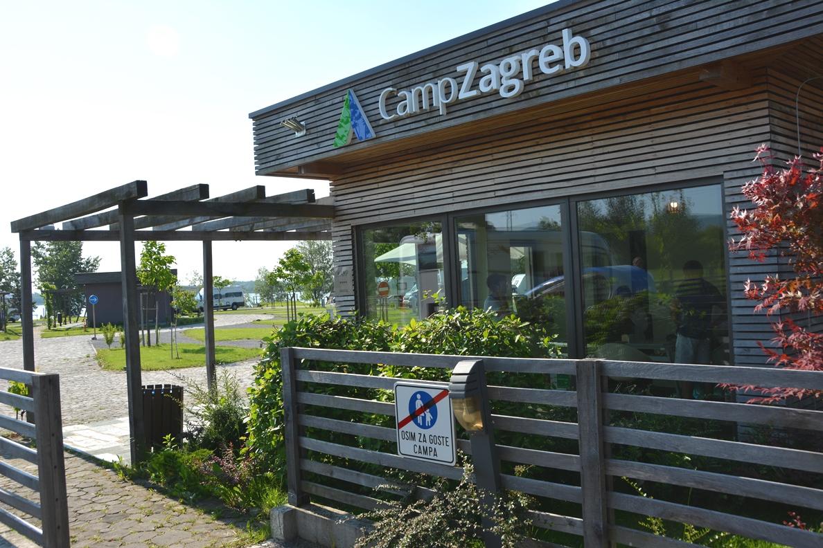 Receptionen på Camp Zagreb