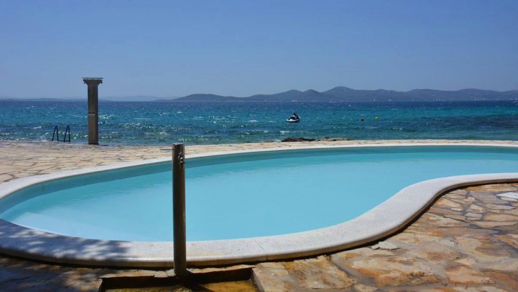 pool vid camping Kozarica