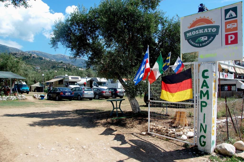 Campingliv vid Albaniens kust och camping Moskato