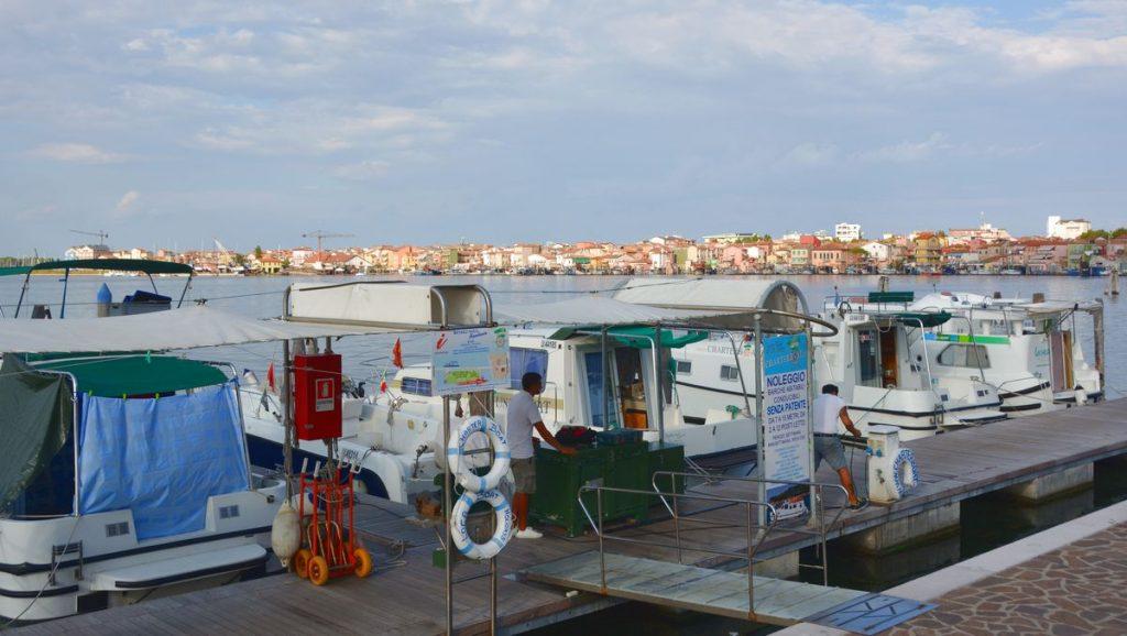 Husbåtar för uthyrning i Chioggia i Italien