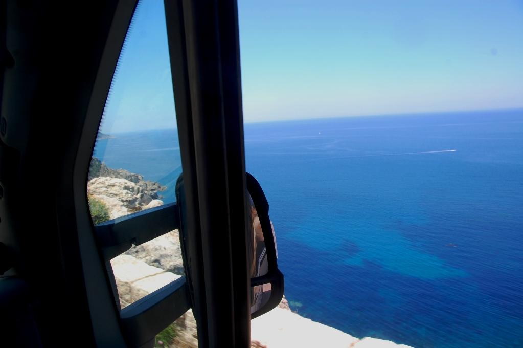Hela tiden ser man det blå havet vid sidan