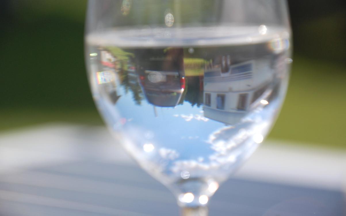 Glas med speglingar