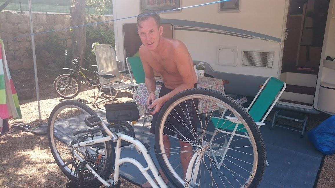 Min cykel behövde lite omvårdnad, bakhjulet var plötsligt helt snett.