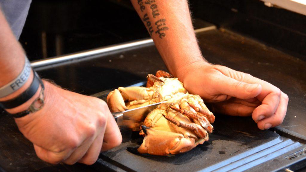 Dela krabba i två delar