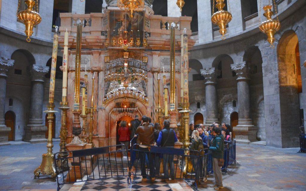 Den heliga gravens kyrka, en av alla sevärdheter i Jerusalem
