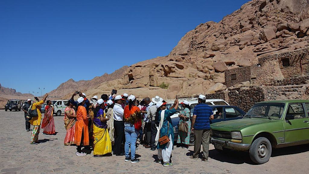 Turister vid Katarinaklostret vid Sinaiberget
