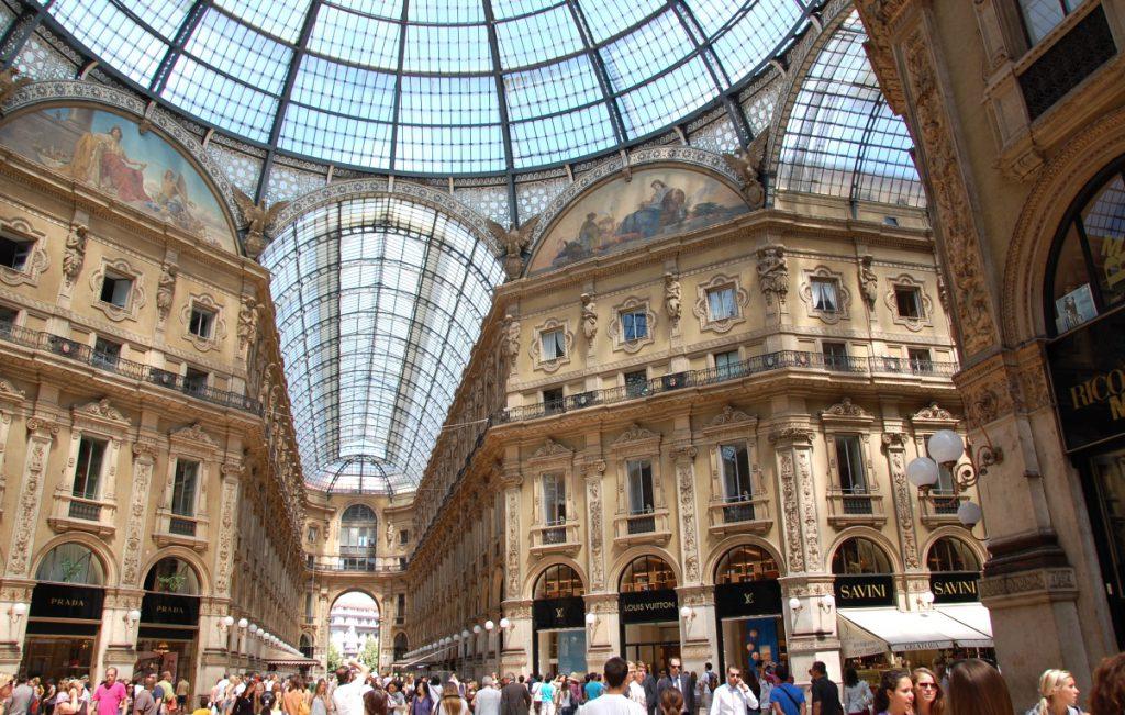 Shopping i Milano i gallerian Vittorio Emanuele - här ligger främst exklusiva designerbutiker