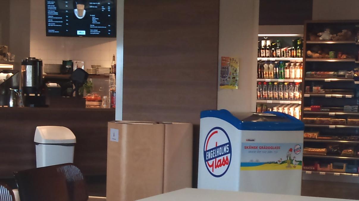 På flygplatsen i Ängelholm kan man förstås köpa Engelholmsglass...
