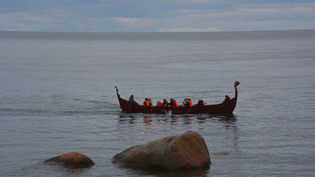 Vikingabåt i Lahemaa nationalpark i Estland