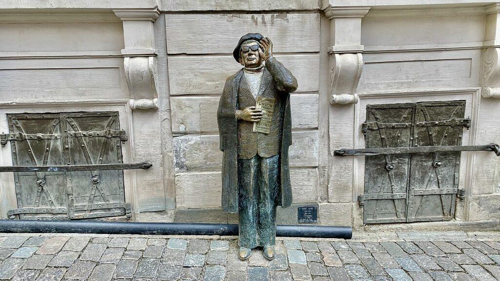 Sevärdheter i Gamla stan - staty över Evert Taube
