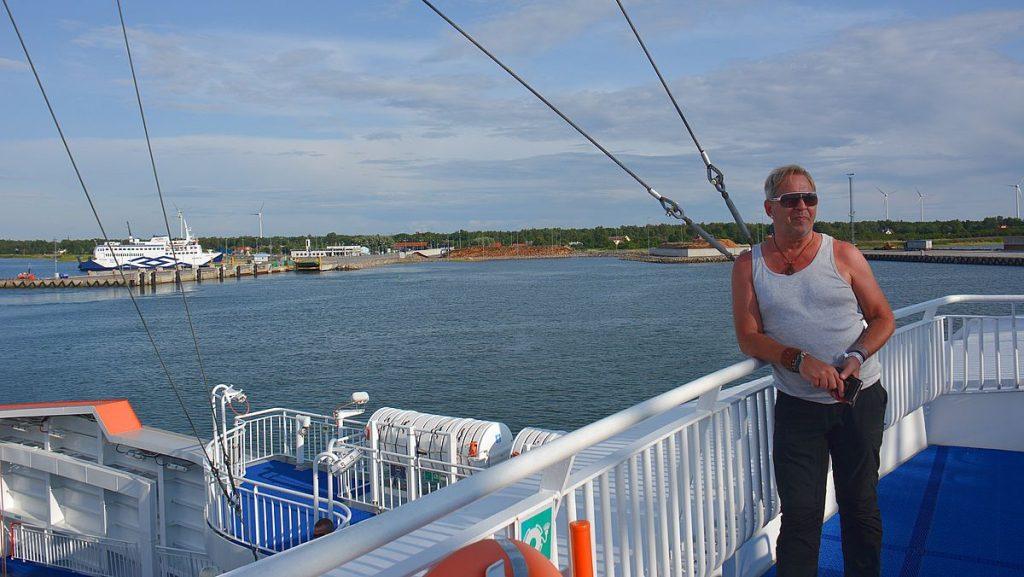 Färja mellan öarna i Estland