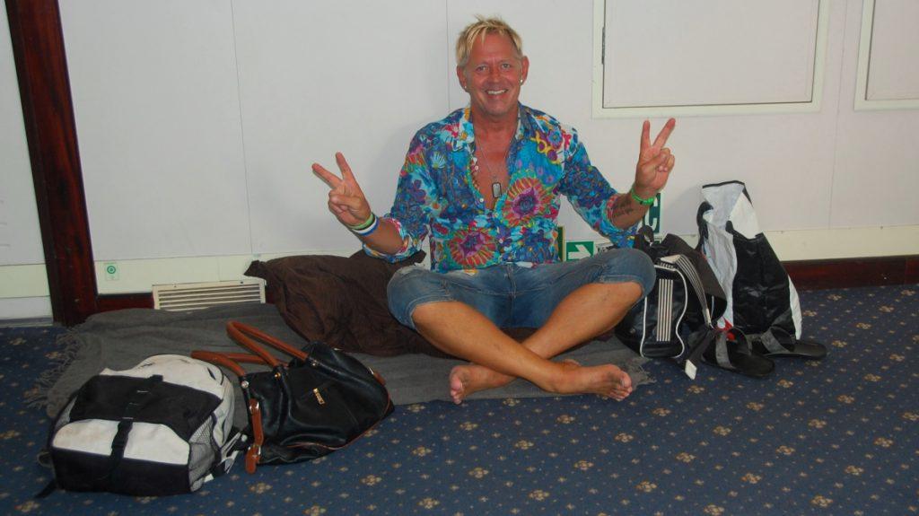 Peter vid vår sovplats på färjan mellan Italien och Grekland – inte mycket till lyxkryssning