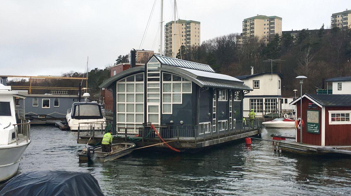 Farande husbåt