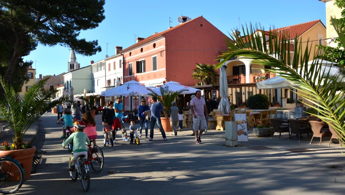Fažana i Kroatien är en fiskeby och populär turistort