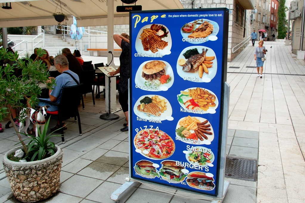 Såna här menyer är ju vanliga på turistorter - men ganska trista tycker vi...