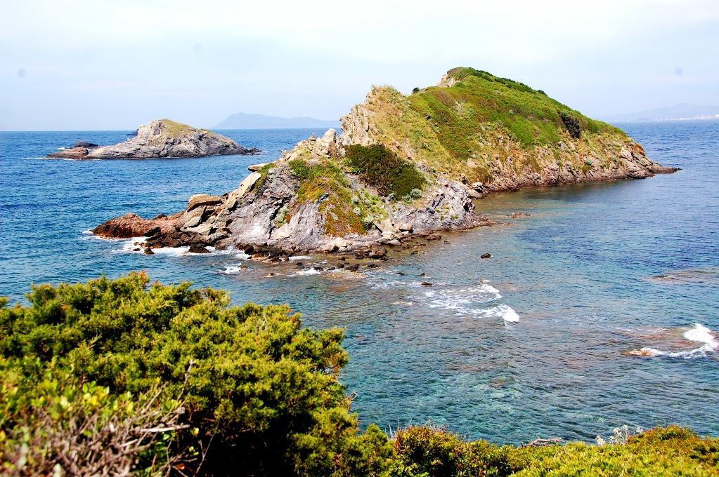 Naturen vid kusten utanför Hyères här är vacker och dramatisk
