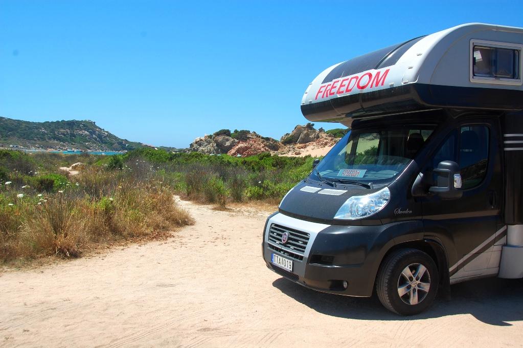 Fin plats att fricampa på - bredvid oss är stigen till stranden