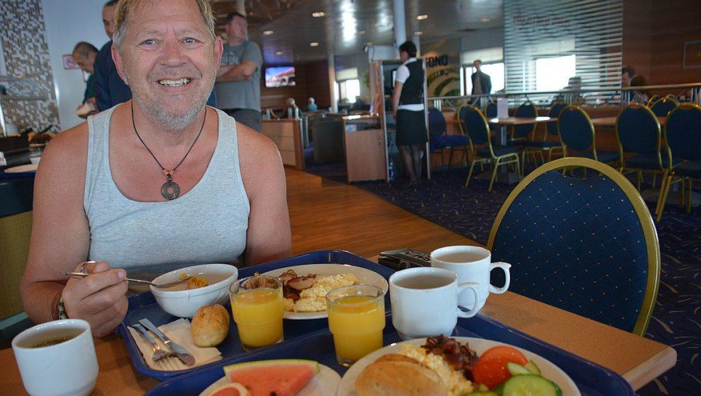 Frukost på färja till Estland