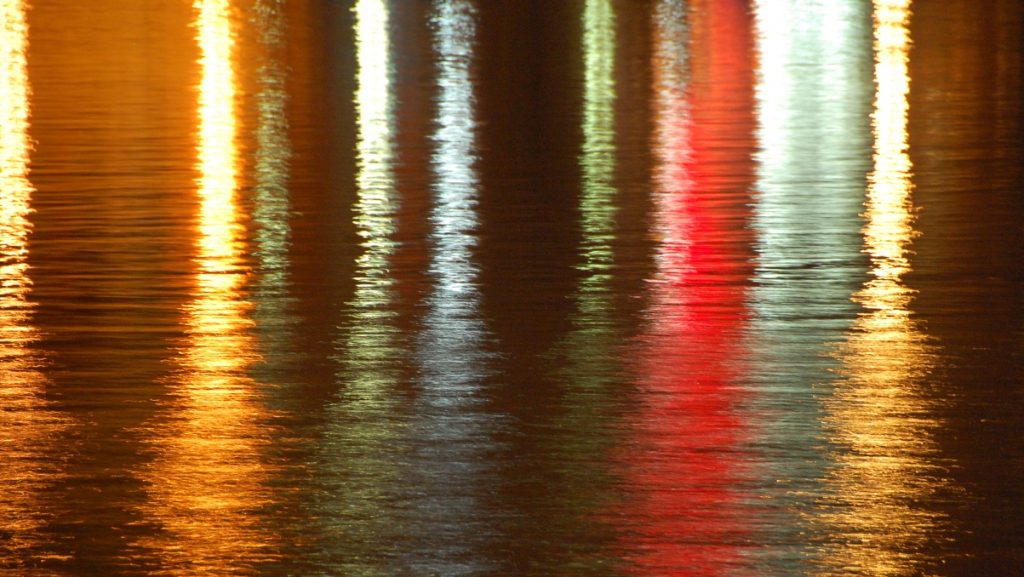 färger i vattnet