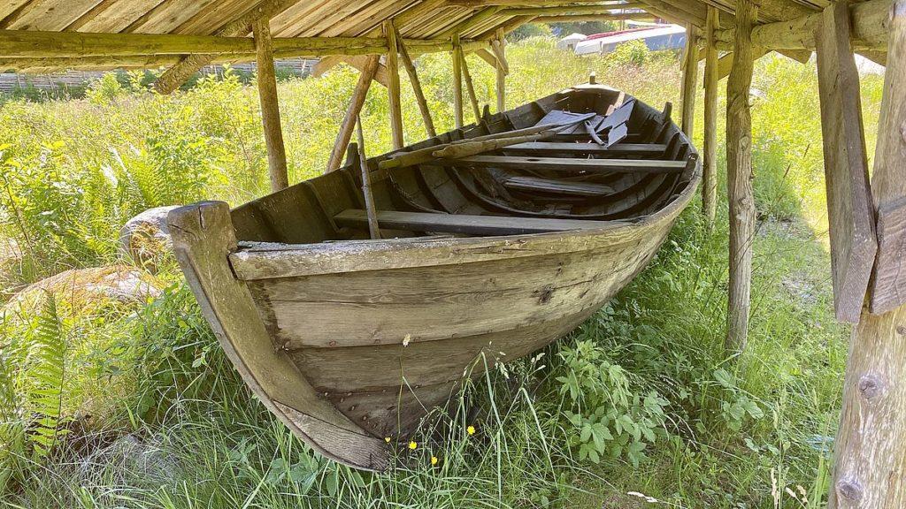 Gammal båt i Gamla Grisslehamn