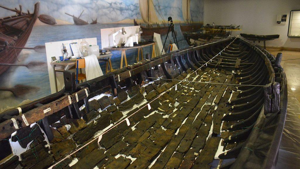Gammalt skepp i Nin i Kroatien