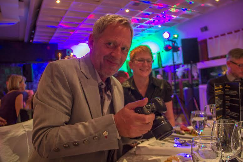 Peter i full fart med kameran och Helena, foto: Elisabeth Axås