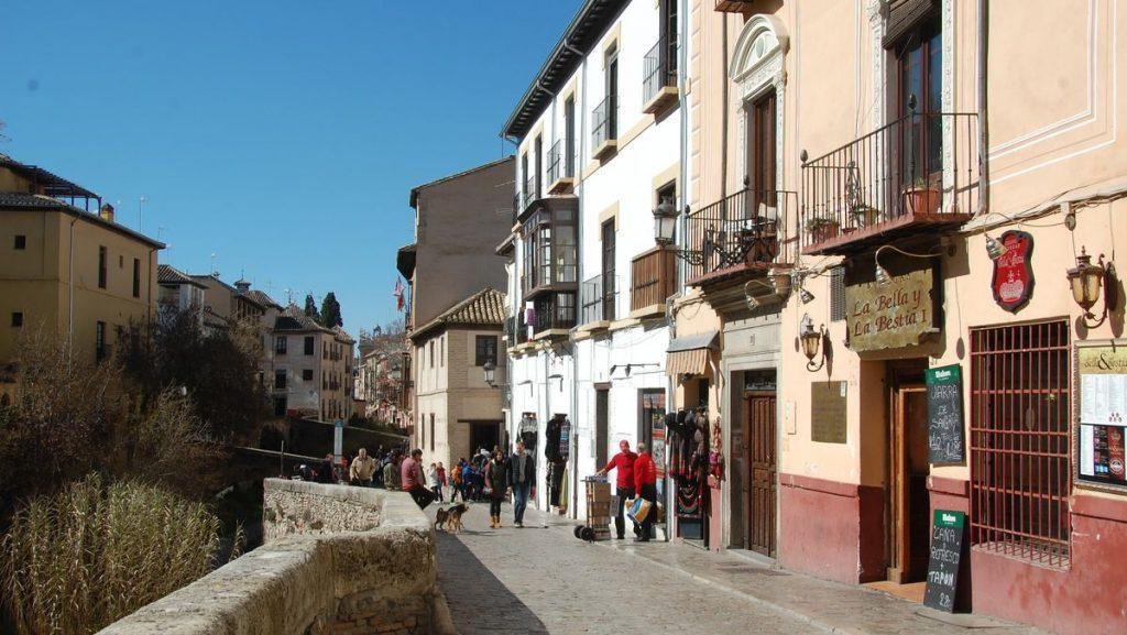 Den gamla stadsdelen Albaicín i Granada